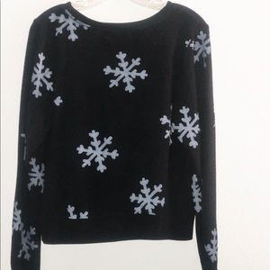 Wildfox Blue ❄️ on Black Sweater Size Small